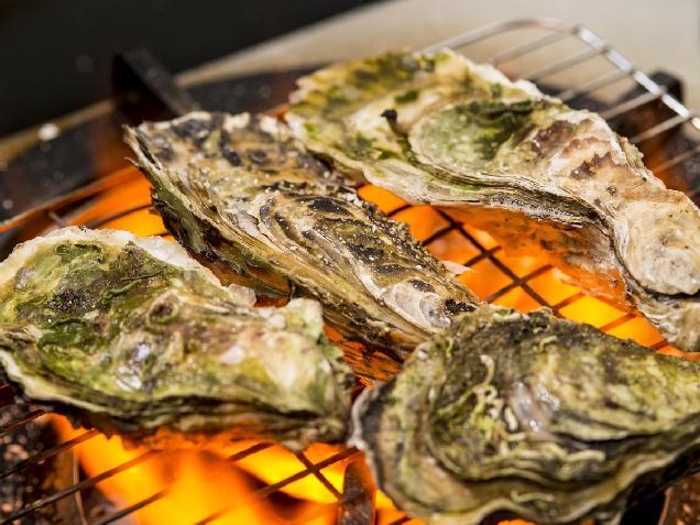 東北の牡蠣を炭火焼きで♪カキ小屋「牡蠣奉行」万代に本日オープン!