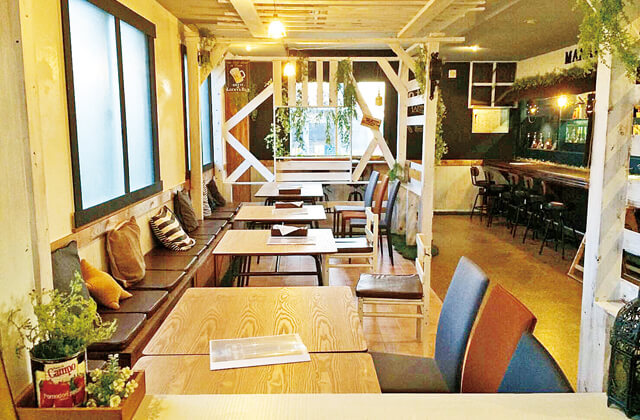 MANARS CAFE 店内