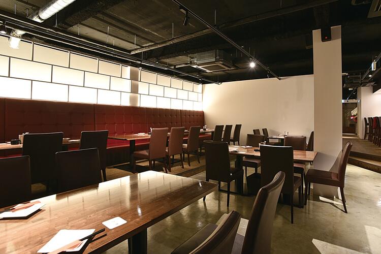 Grill & Bar GooTh Table