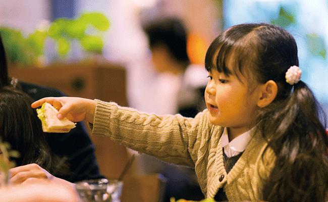 LIFE(ライフ)の子どもも食欲が刺激されて次々と手が伸びる