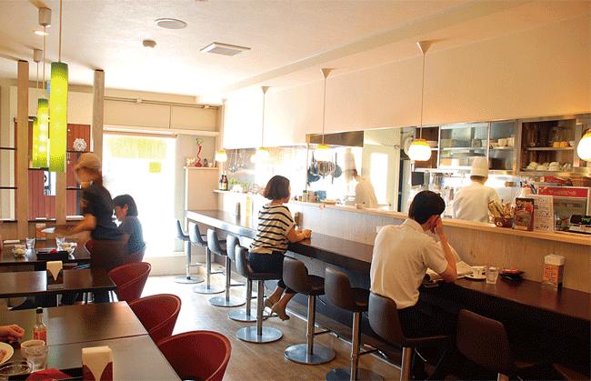 松キッチンのおひとり様に人気のカウンター。