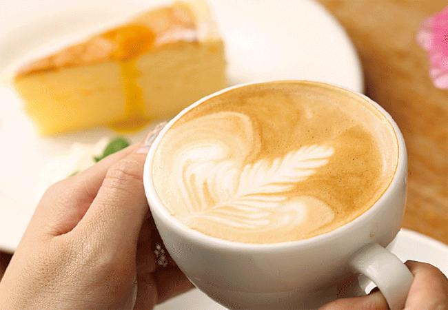 CAFE 百音(カフェモネ)のラテアート