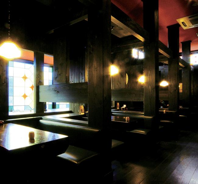 窯右衛門(カマエモン)の店内