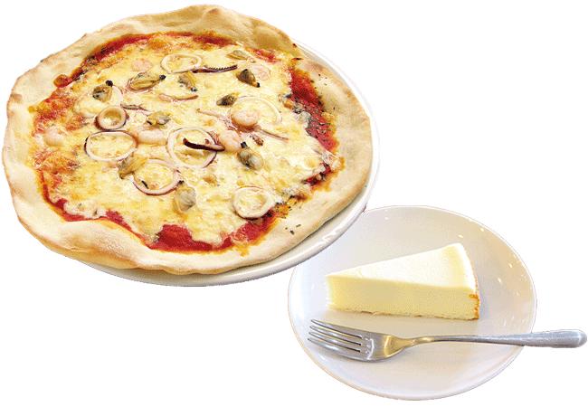 Folks(フォークス)のピザ(780円~)/ NYチーズケーキ(350円)