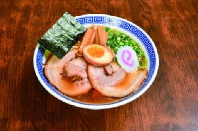 「『豚骨魚介×太麺』の保守本流」
