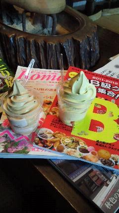 村上市のお茶屋「冨士美園」の紅茶ソフトクリーム