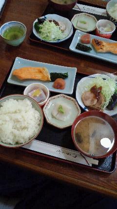 村上駅近くの「魚武」さんで朝食のようなサービスランチ