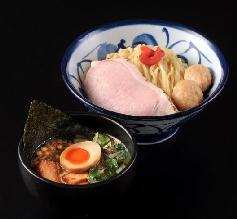 低温調理の豚ロースと特製のつくね贅沢つけ麺