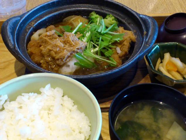 野菜とチキンのかあさん煮定食を食べました