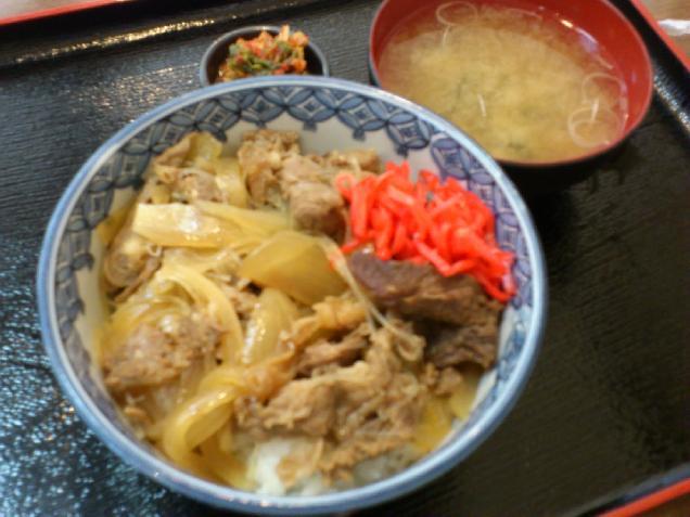 ランチ牛丼525円、焼肉店の味