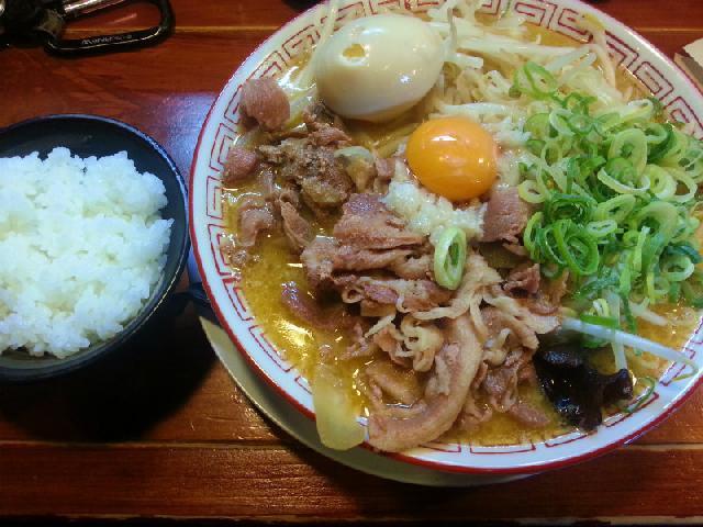 なおじの肉そば 味噌(半ライス付)♪