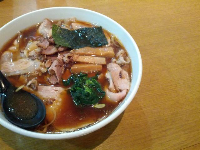 褐色スープにショウガの香り!