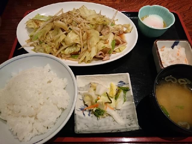 温泉で肉野菜炒め定食