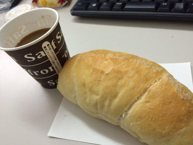 サフランの塩パンでモーニング♪