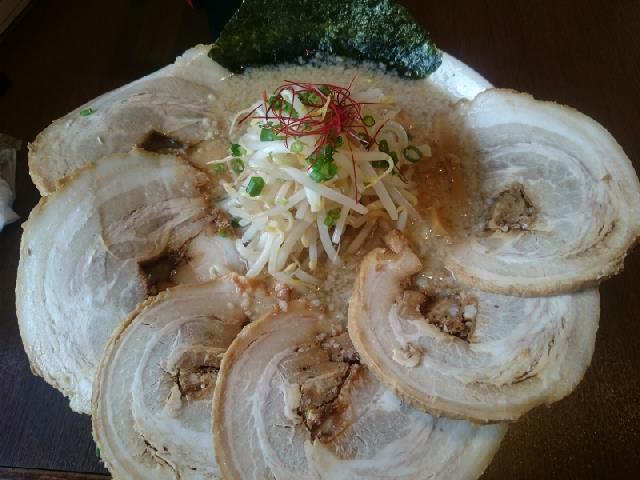 チャーシューのボリュームが素敵でペロッと食べられる拉麺♪