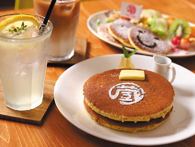 """""""蔵""""を改装したパンケーキカフェ「Kura Cafe」がオープン"""