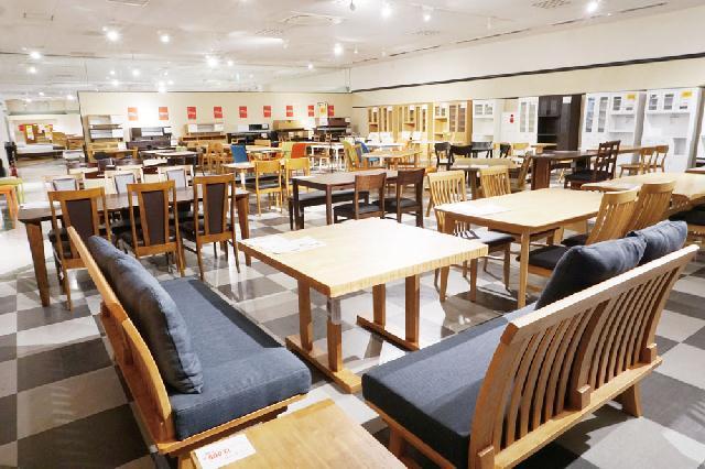 良質な家具が手頃!アウトレット店「DEPOT50」 燕にオープンのメイン画像