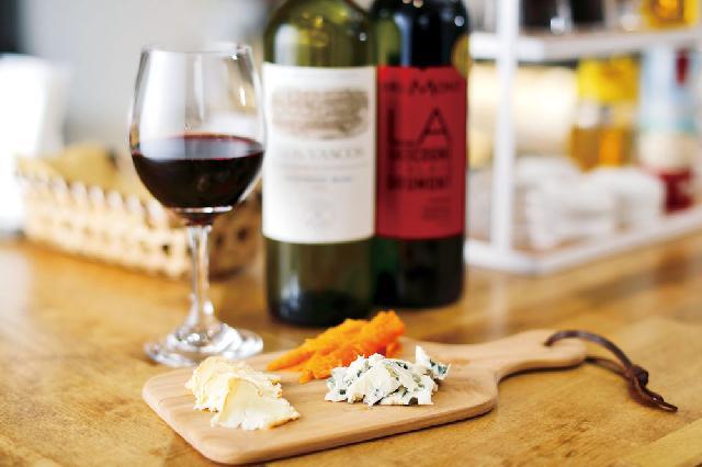 チーズの奥深さを味わえるチーズ専門店が人情横丁にオープン