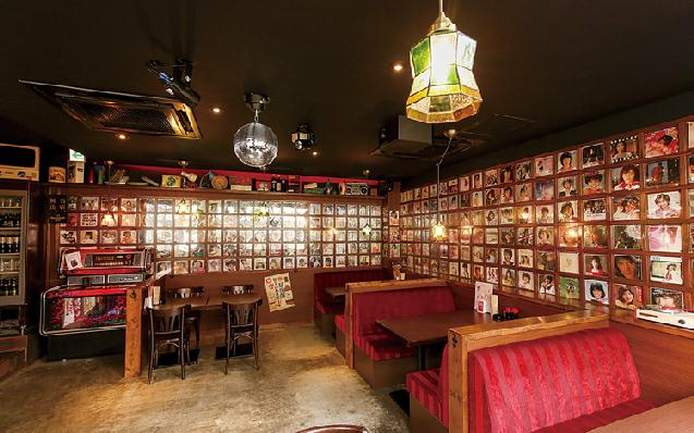 レコード約700枚がズラリ!昭和レトロ溢れる酒場が移転オープン!