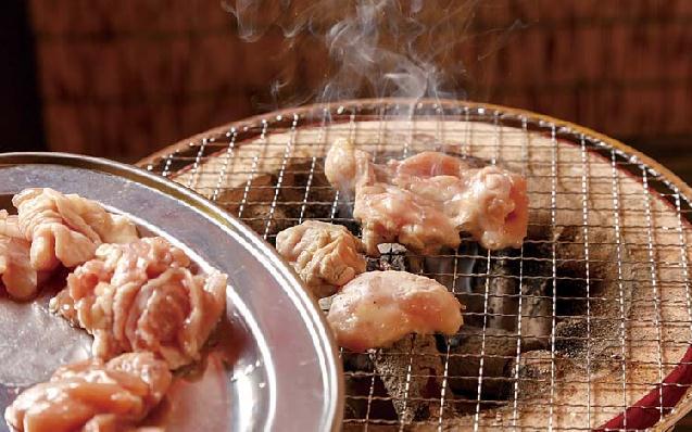 鶏半身揚げや七輪焼き鳥など「新潟酒場 七福」新発田にオープン