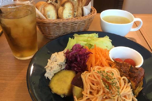 パン屋だけどデリが主役!? 新潟県産野菜の総菜ランチプレート