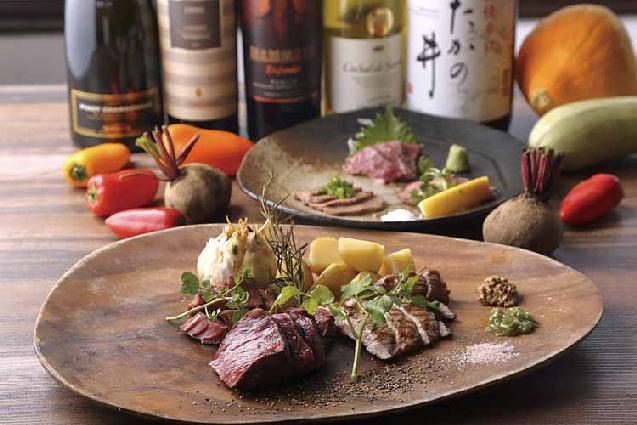 炭火焼きに低温調理。多彩な肉料理を楽しめるバルが小千谷に誕生