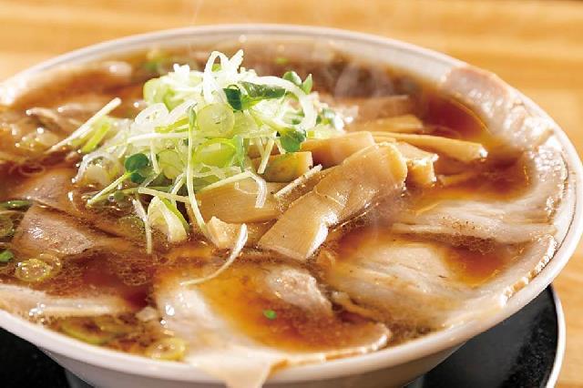 背脂の甘みが溶け込む濃厚スープ 湯沢にコク深い味わいの中華そば