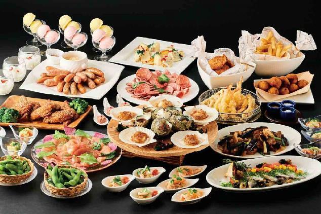 シェフ自慢のローストビーフや目の前で揚げる天ぷらがオススメ