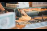新潟市中心街に昔ながらの焼きたてコッペパン専門店がO ...
